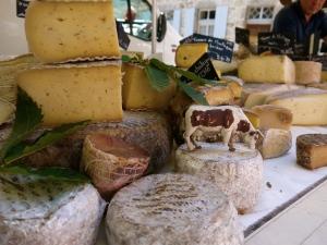 Fromages au marché de Saint Pierreville